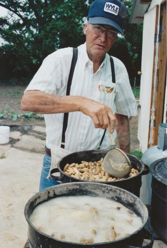 JIMMY KIDD boiling peanuts.